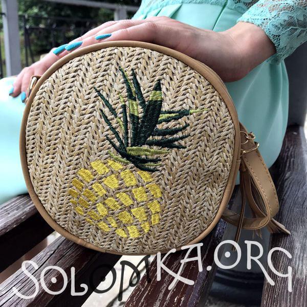 Плетена сумка з вишивкою ананаса