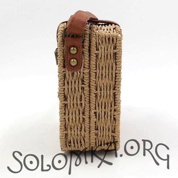 Тканая женская сумочка из соломы карамельного цвета на плечо