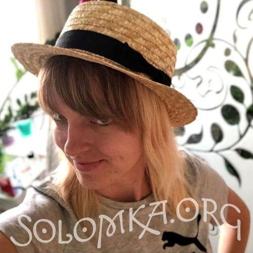 Соломенная шляпка канотье с черным бантом