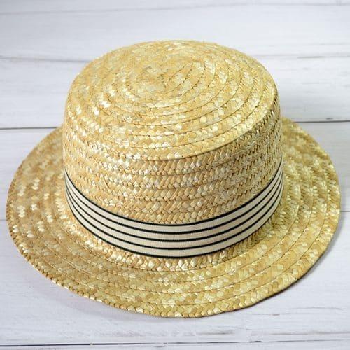 Соломенная шляпка канотье с полосатой лентой