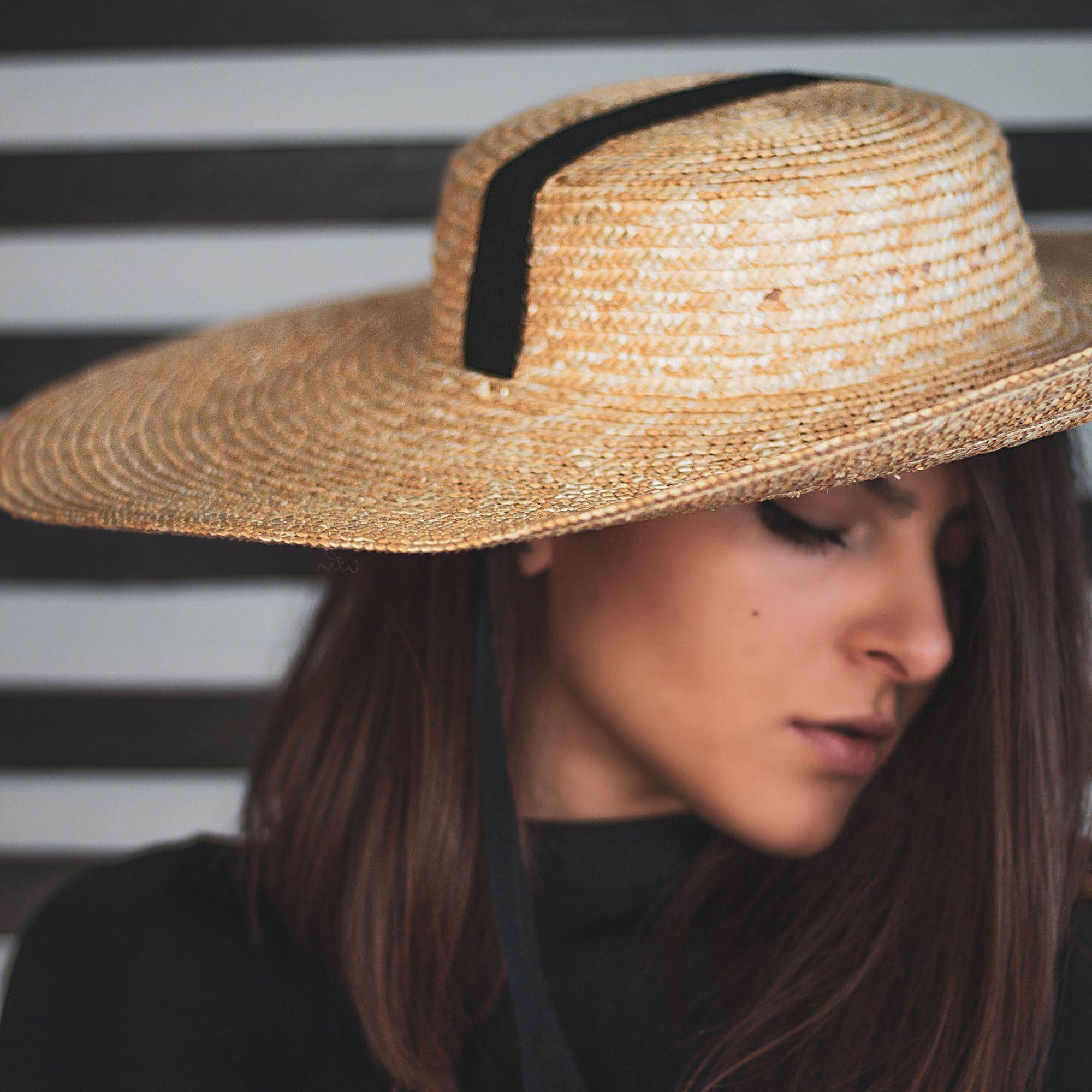 Літній капелюх солом'яний з широкими полями