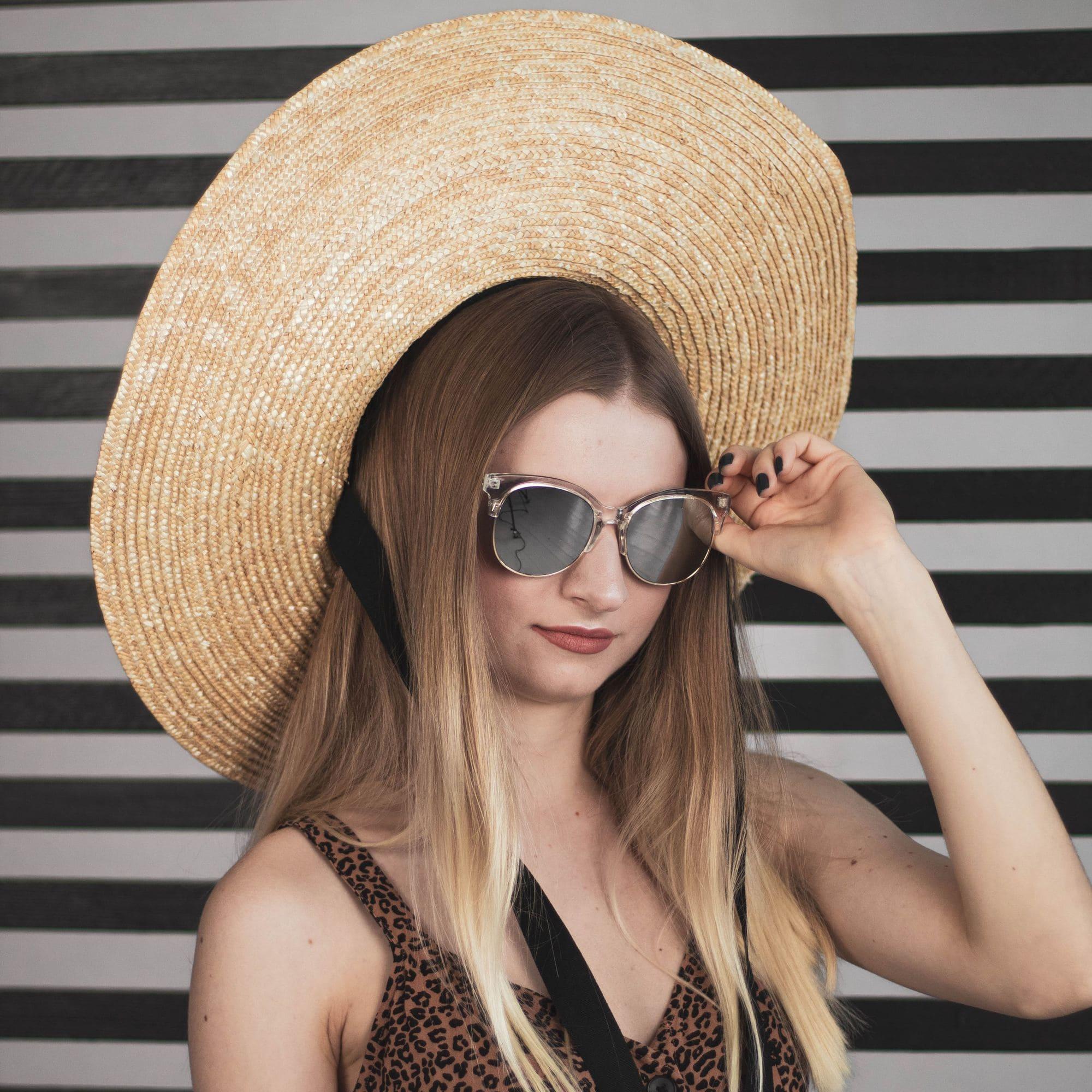 Летняя шляпа соломенная с широкими полями