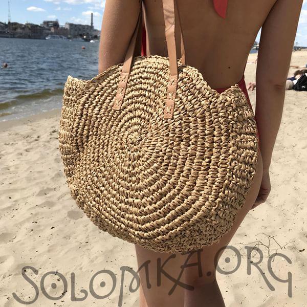 Темная плетеная сумка на плечо