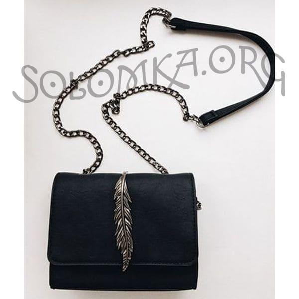 Черная сумка на цепочке. Клатч из искусственной кожи с пером