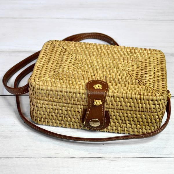 Square wicker rattan bag in Vintage Retro style