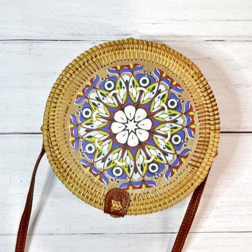 Женская круглая сумка из ротанга с цветочным принтом