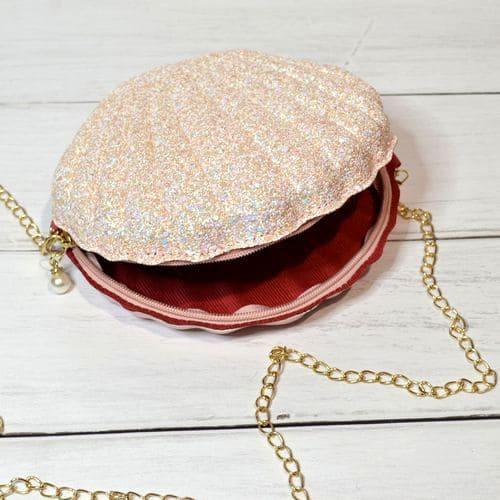 Маленька сумочка з блискітками на ланцюжку