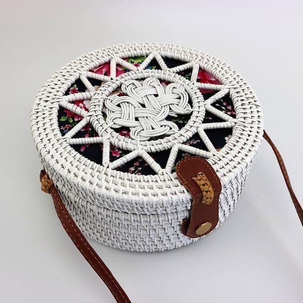 Біла сумка з ротанга з візерунком і кольоровий підкладкою