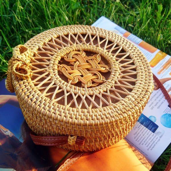 Кругла жіноча сумка, плетена з ротанга 20x8 см