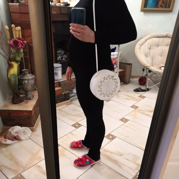 Белая сумка из ротанга с узором и белым ремешком 20x8 см