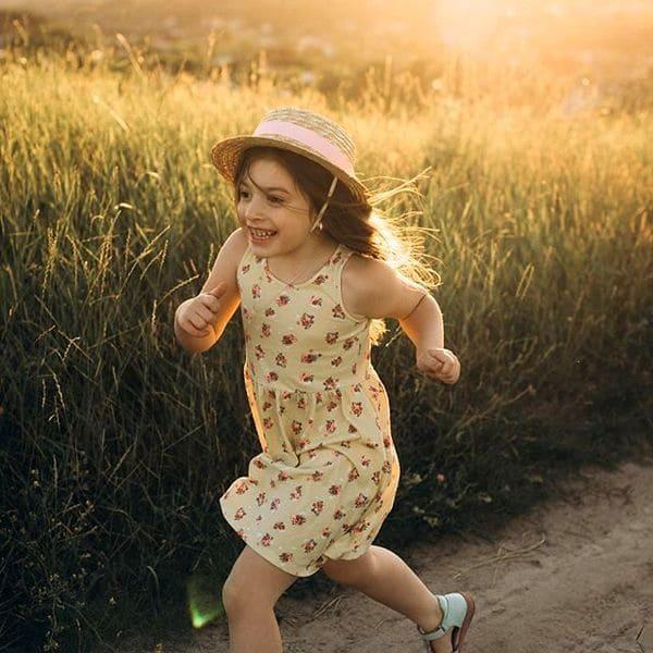 Детская соломенная шляпка с черной лентой