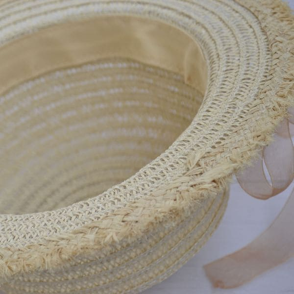 Соломенная шляпка с бахромой и цветами - светлая