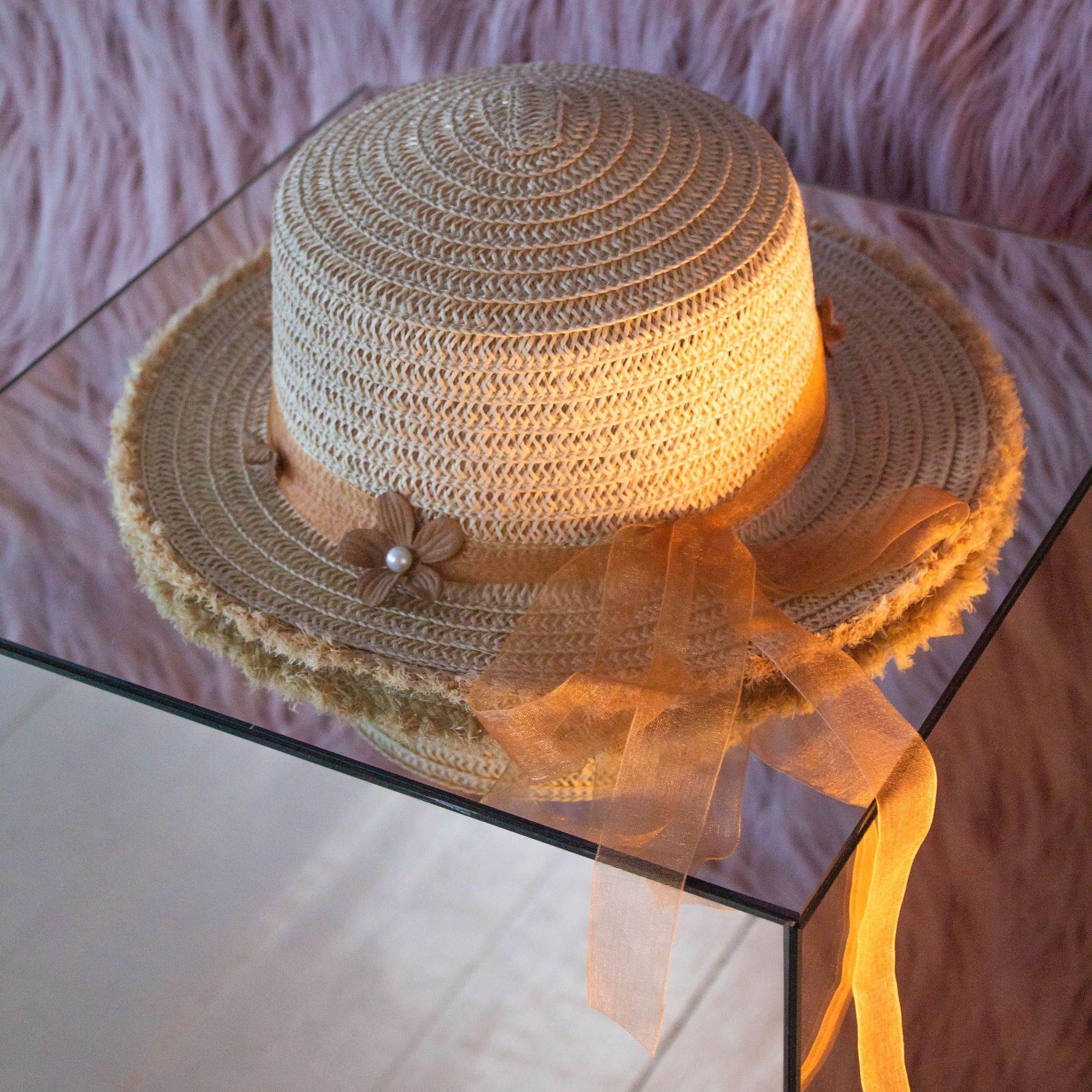 Солом'яний капелюшок з бахромою і квітами - світлий