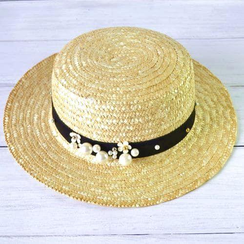 Женская соломенная шляпка с широкими полями