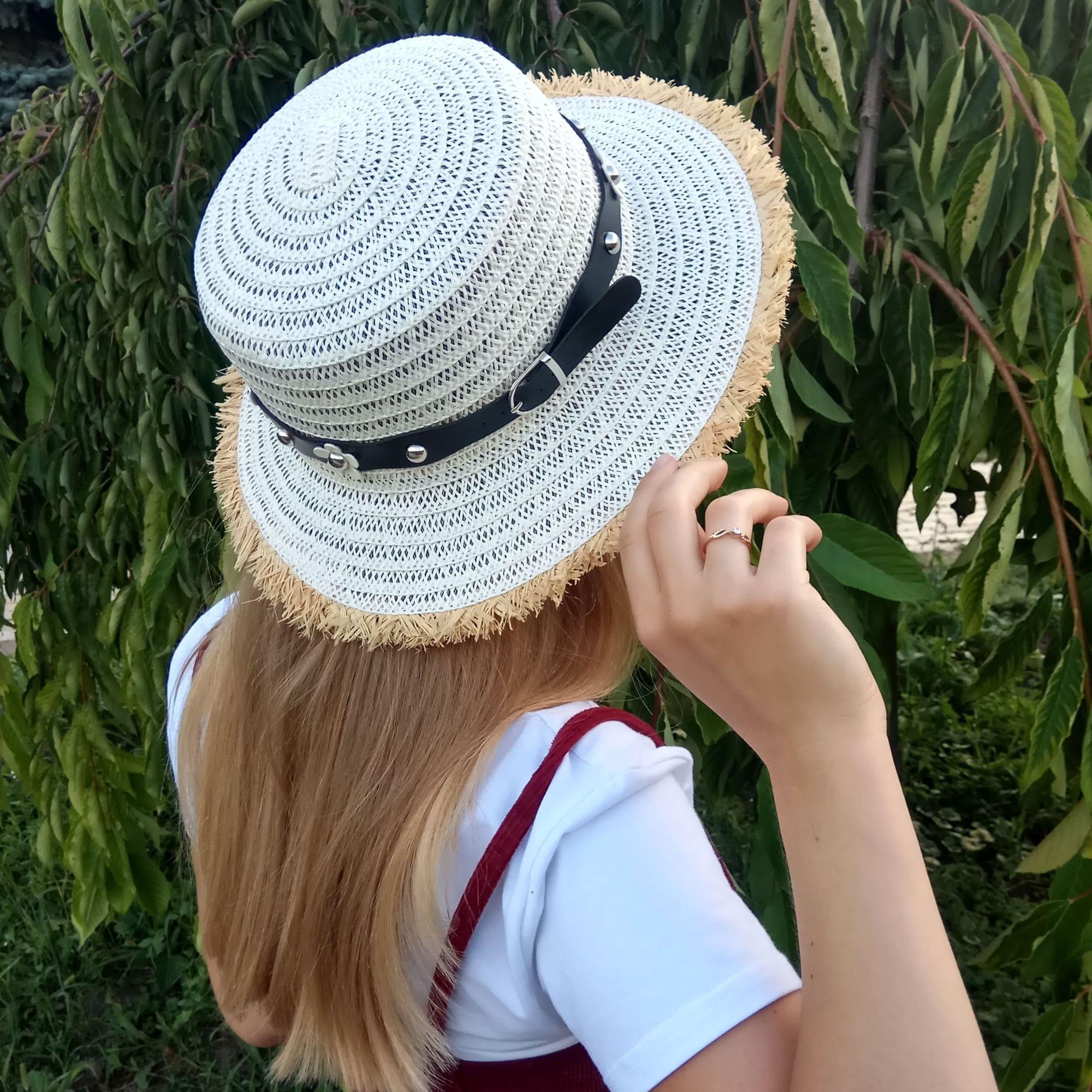 Літній капелюх із бахромою та ремінцем