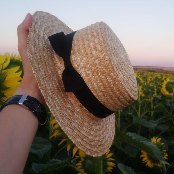 Женская соломенная шляпа с бабочкой и широкими полями