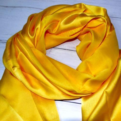 Жовтий шовковий шарф хустка